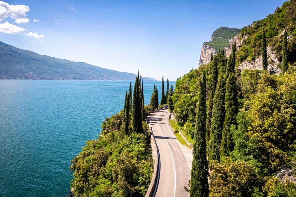Straße entlang des Gardasees