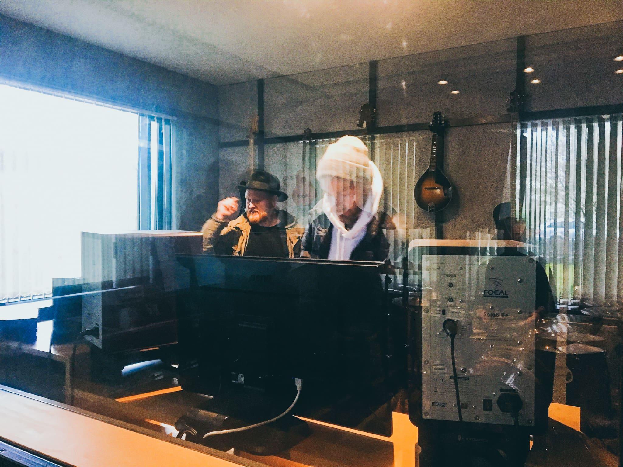 Der Singer/ Songwriter Asgeir in den gmeinsteinn Studios in keflavik