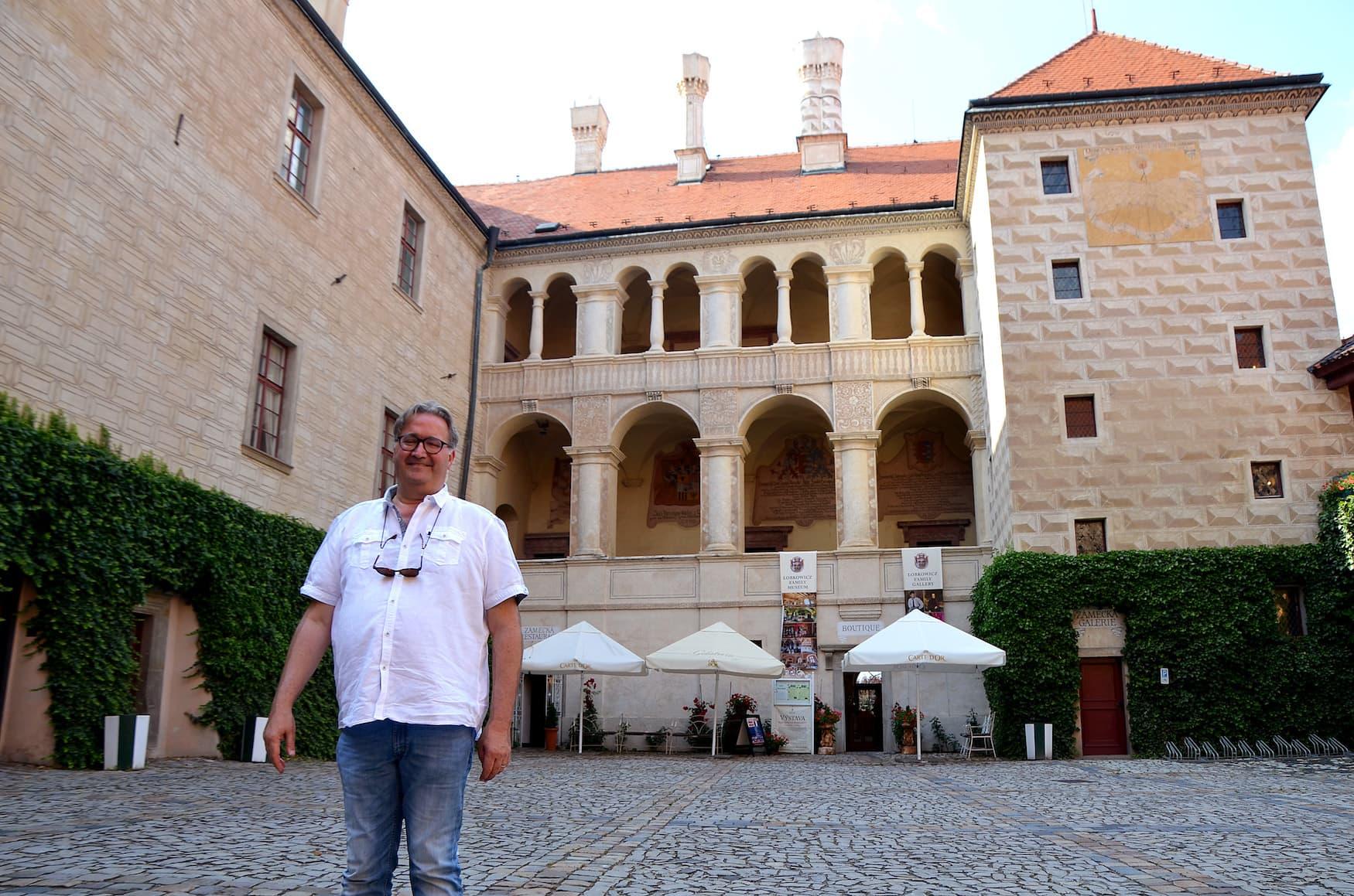 Jiri Lobkowitz vor seinem Schloss in Melnik