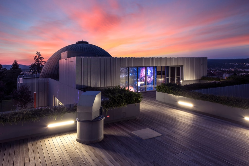 Blick auf die Dachterrasse des Planetariums in Brünn, Tschechien