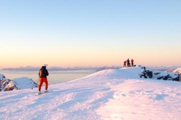 Skifahrer auf einem Berg in Norwegen