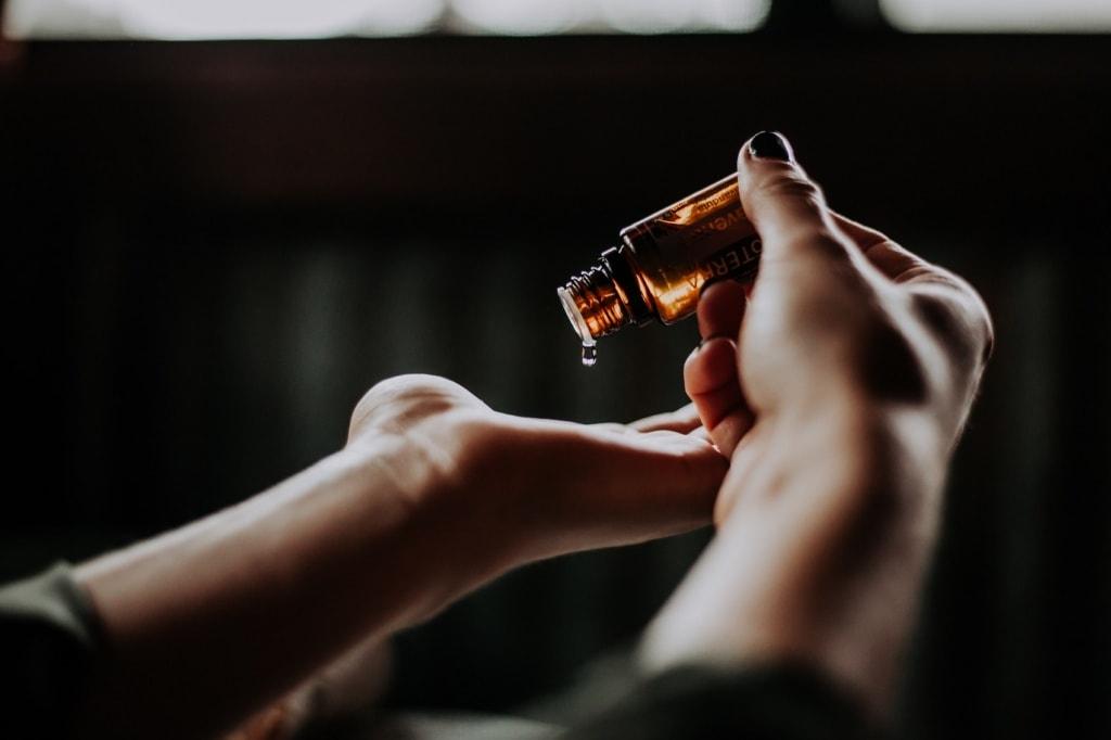 Ätherische Öle sind bei der Herstellung von Naturkosmetik unabdinglich.