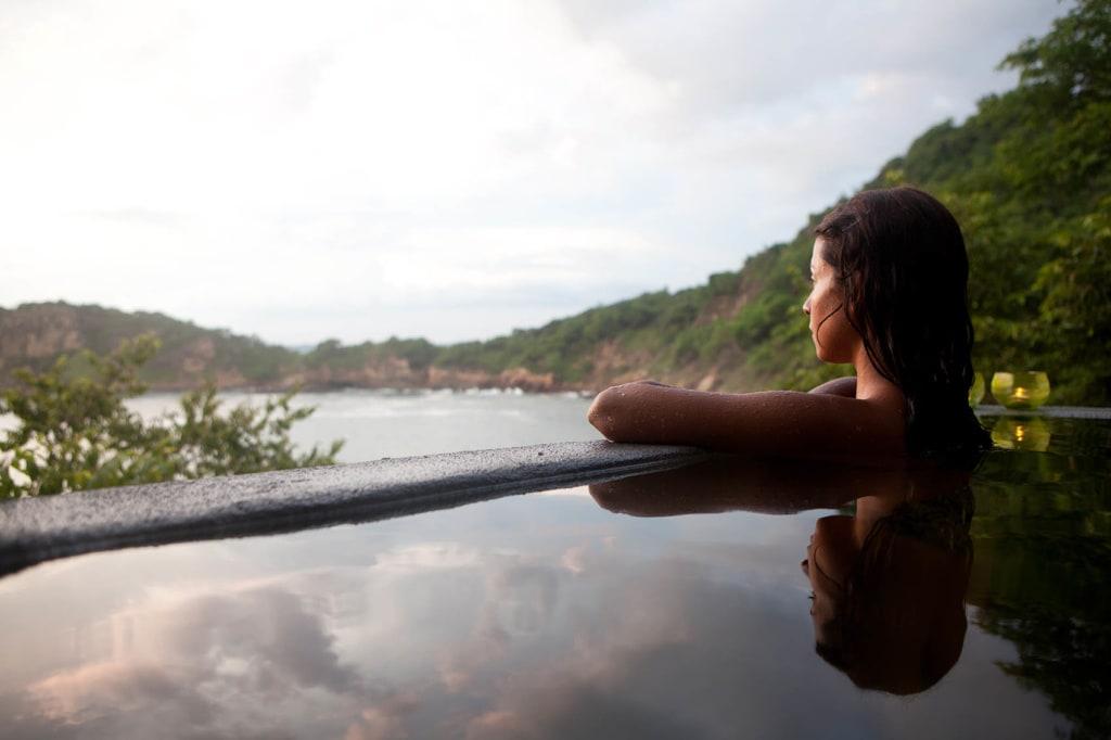 Blick auf Urwald und Pazifik des Aqua Oceanfront Resort in Nicaragua