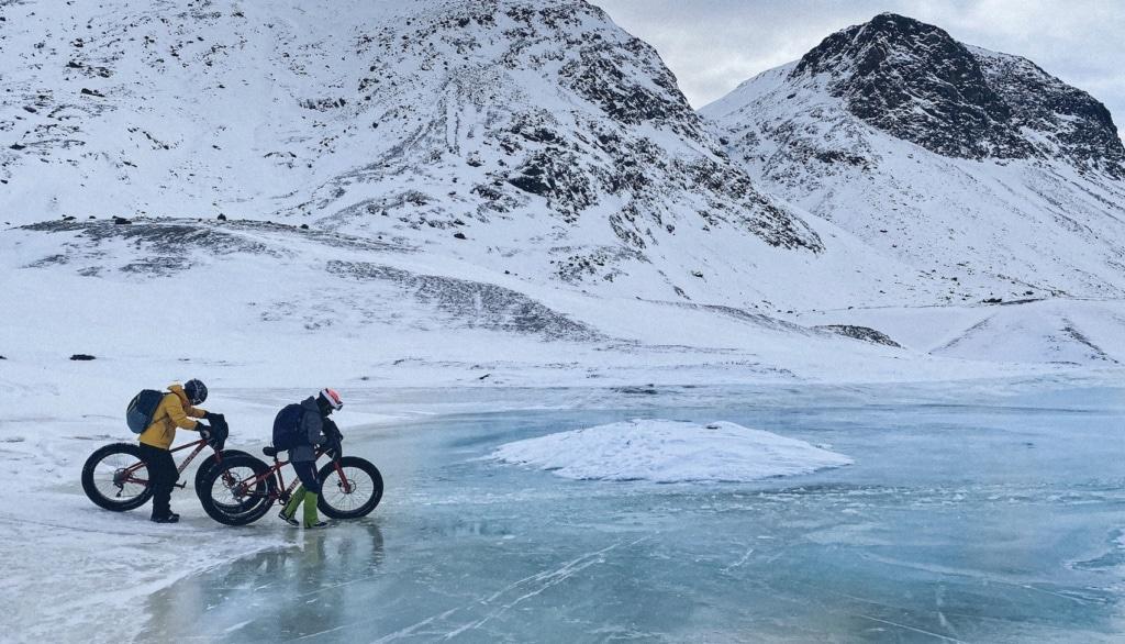 Über Eis und über Schnee einmal ab durch Grönland - auf den Fahrrädern.
