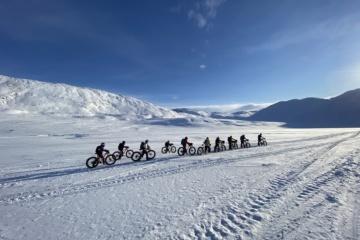 Das Team von HER Planet Earth durchquert für einen guten Zweck den Polarkreis in Neuseeland - auf Fatbikes!