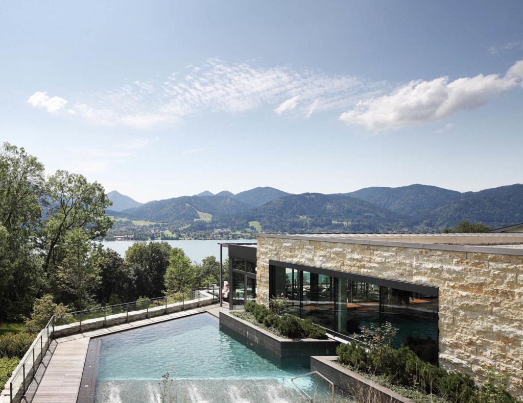Außenpool des Hotels DAS TEGERNSEE, am Tegernsee in Bayern