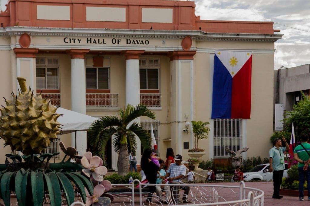 Das Rathaus von Davao ziert eine Durian.