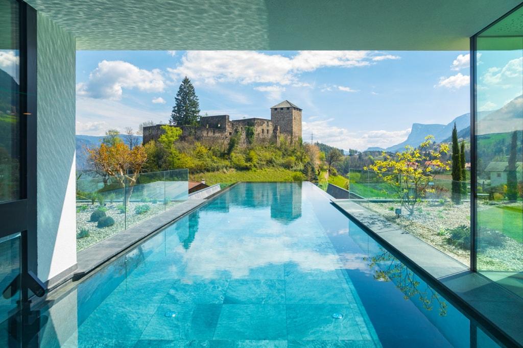 Pool mit wunderschöner Aussicht des Hotel Waldhofs