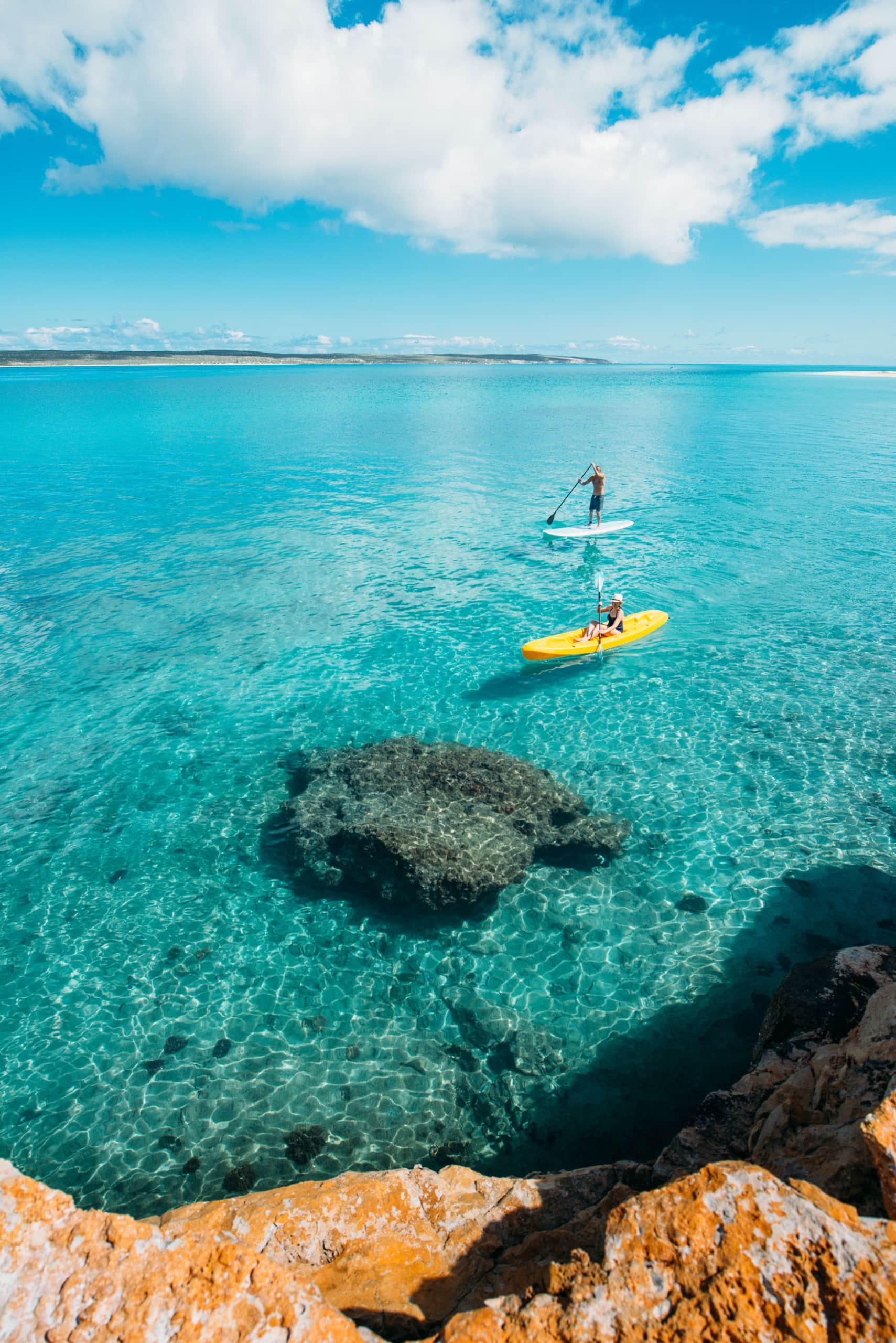 Stand Up Paddler auf Dirk Hartog Island in Westaustralien