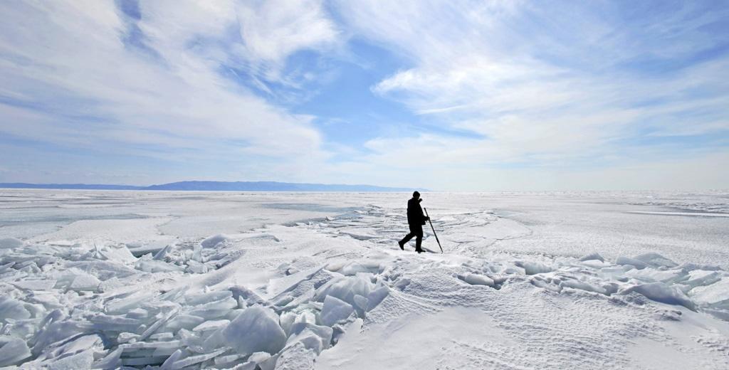 Auf der Suche nach den Robbenbabys in den Eishöhlen auf dem Baikalsee.