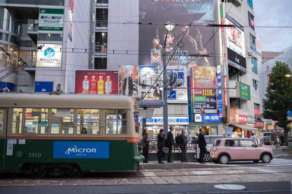 Der Verkehr von Hiroshima auf unserer Traumreise nach Japan.