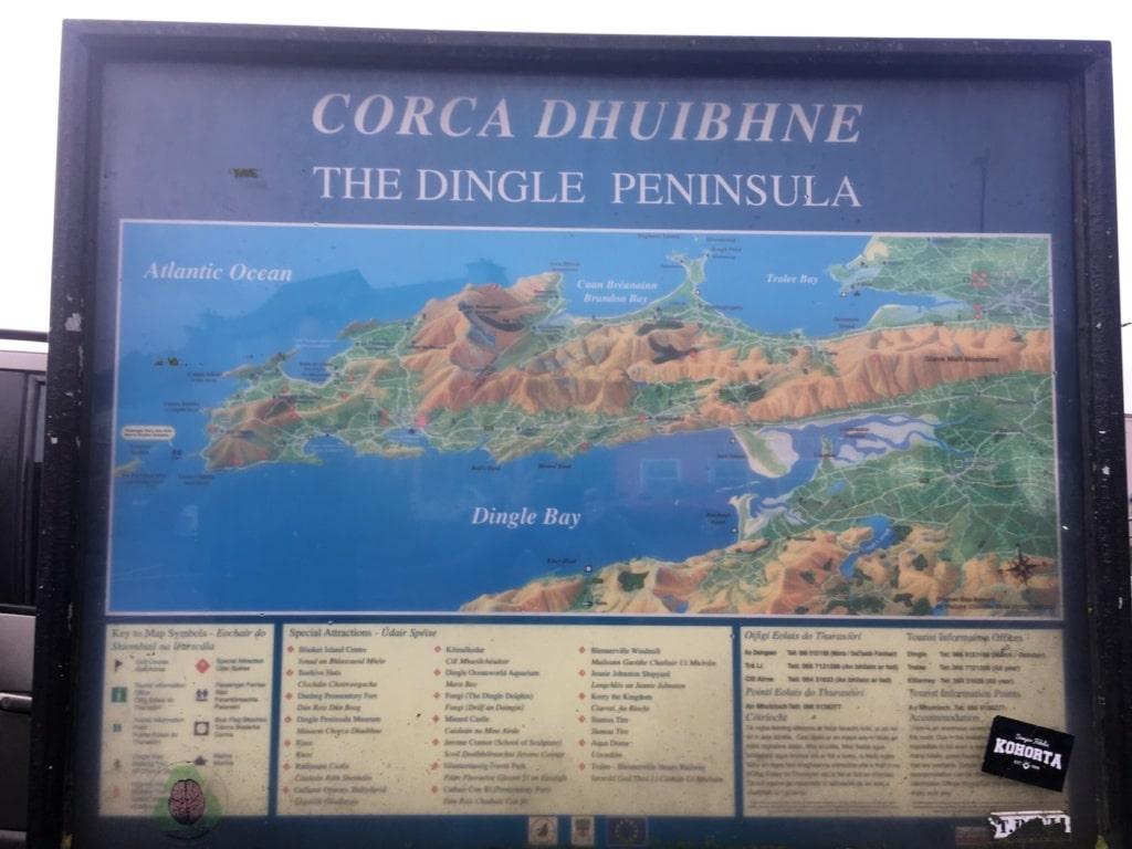 Eine Karte zeigt die Topografie der Dingle-Halbinsel.