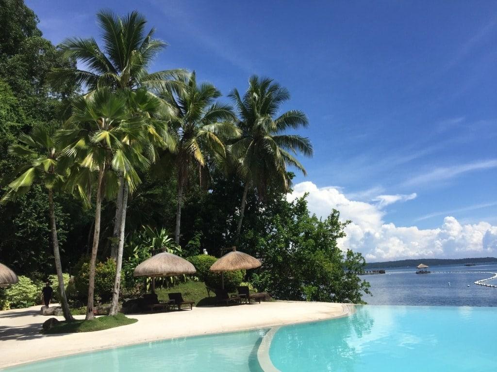 Der Pool des Pearl Farm Beach Resorts auf Mindanao kann sich mehr als sehen lassen.