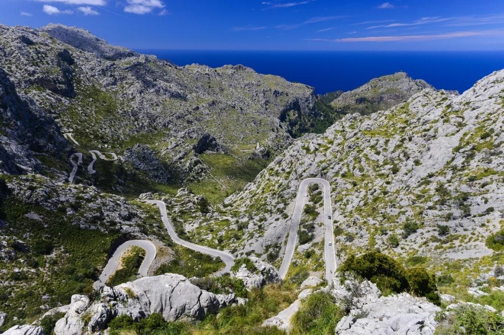 Mallorca bietet wunderschöne Serpentinenstraßen, auf denen auch The Mallorca FIles gedreht wurden.