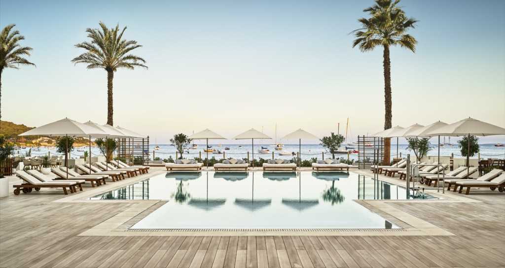 Der Pool des Nabu Hotels in Ibiza