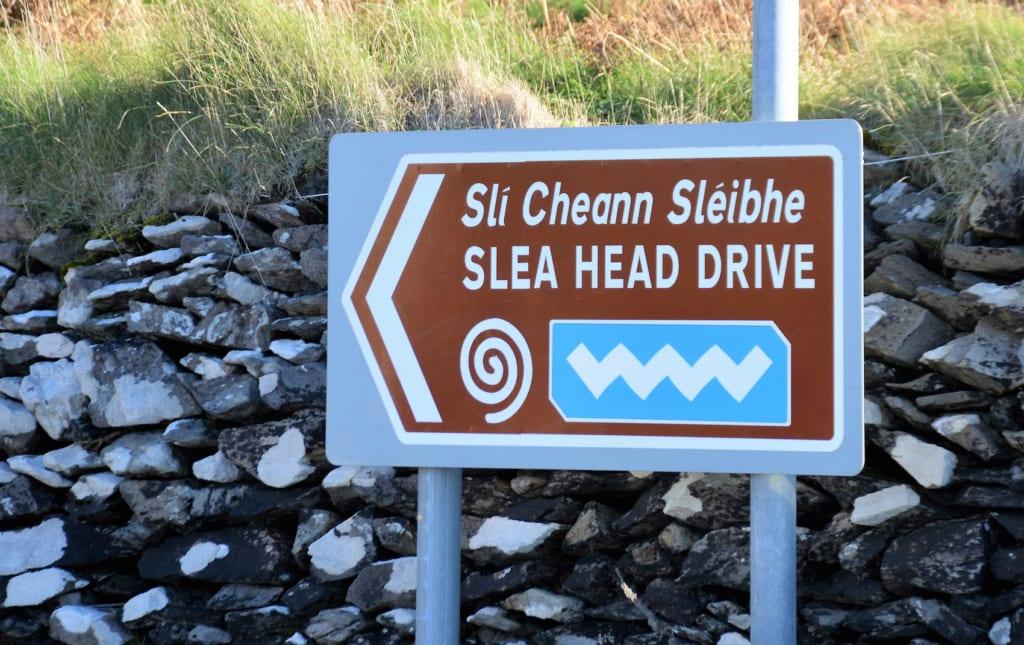 Der Slea Head Drive führt unmittelbar an der Küste von Dingle entlang.