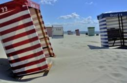 Leere Strandkörbe