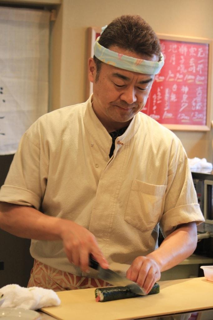 Der Sushi Master richtet an.