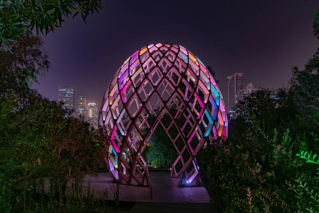 Beleuchteter Pavillon auf der Al Moor Insel in Sharjah