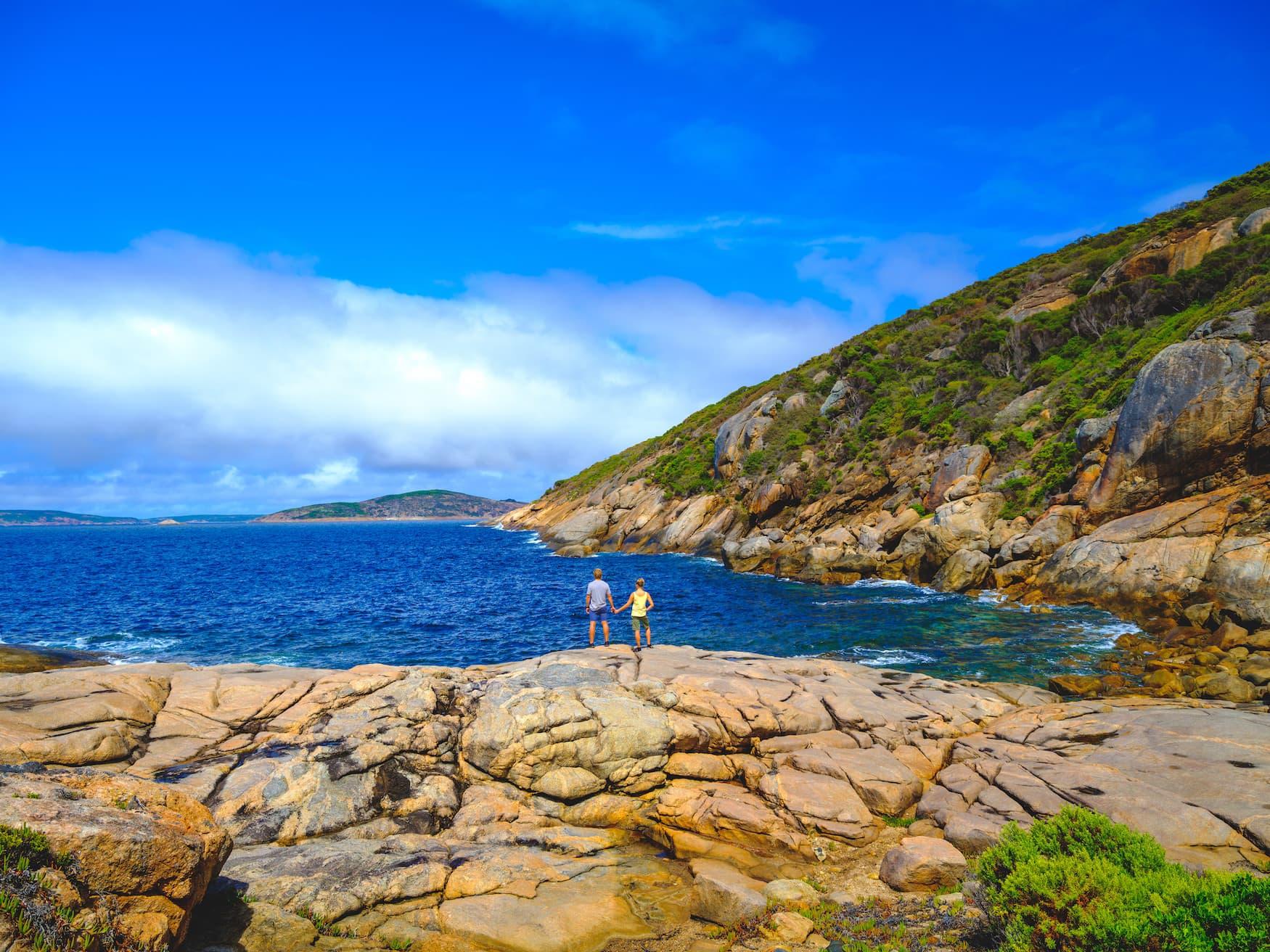 Inselparadiese in Westaustralien: Felsige Landschaft vor der Küste von Woody Island