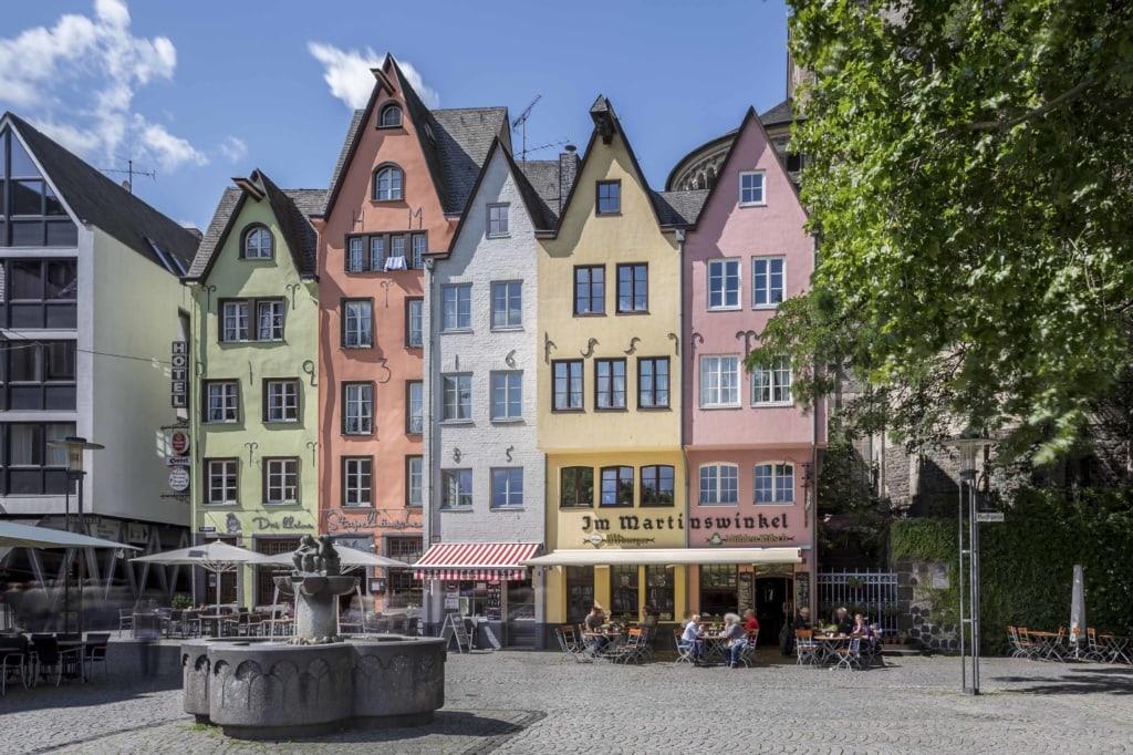 Die schmalen Häuser der Altstadt von Köln