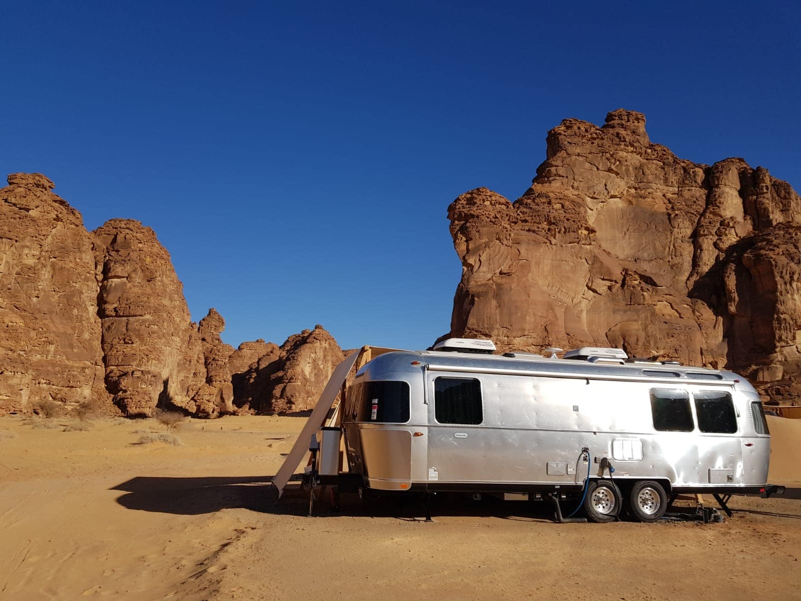 Airstream in der Wüste Saudi-Arabiens