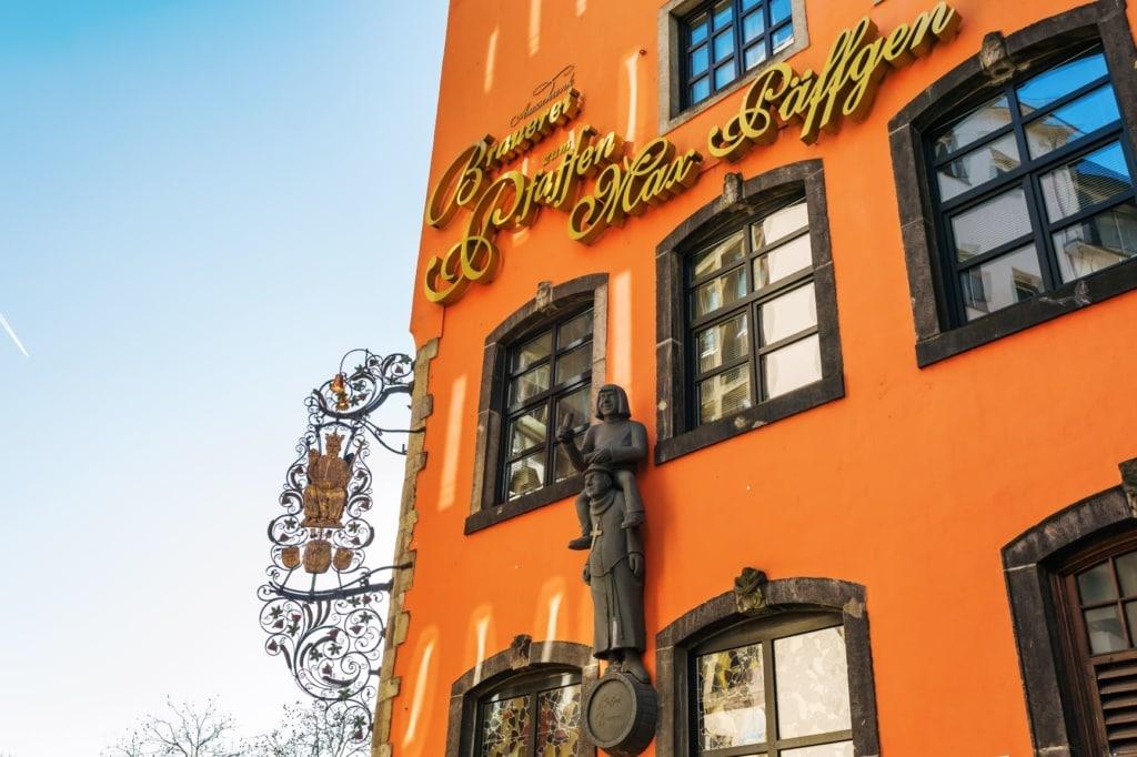 Fassade des Brauhaus Päffgen in Köln