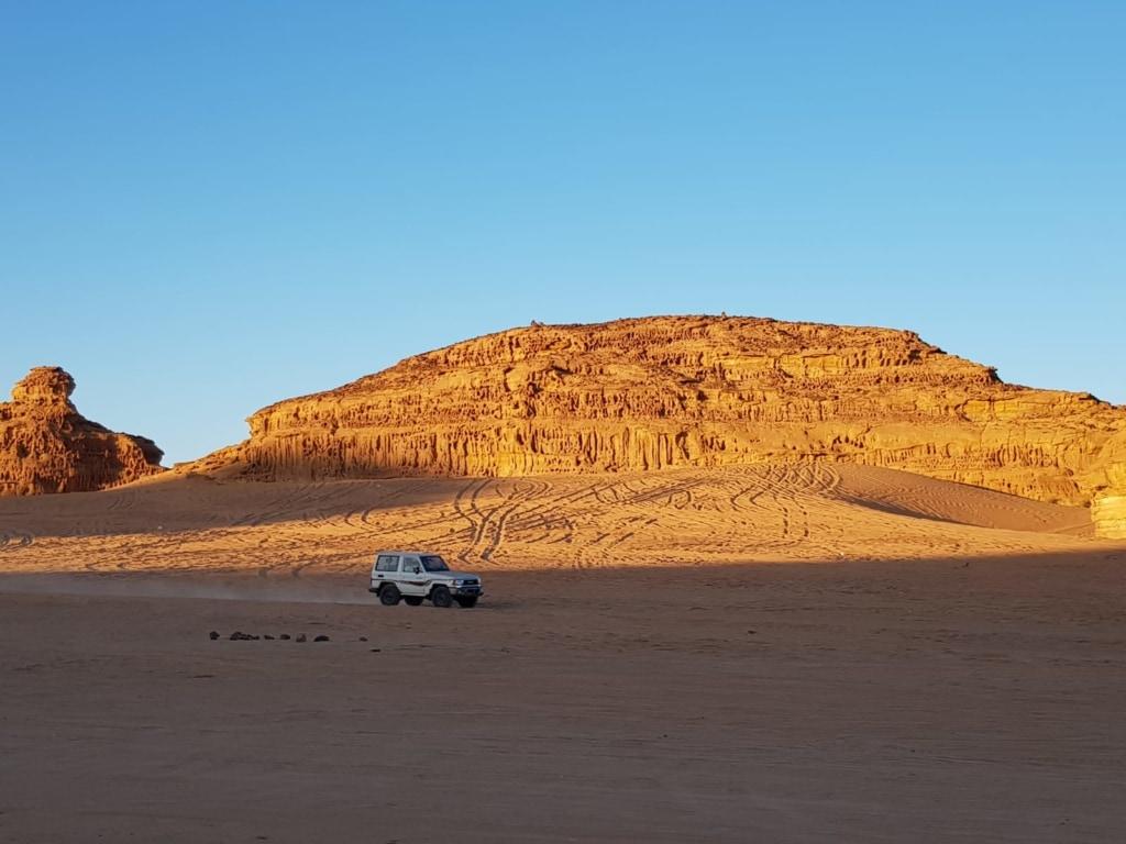 Landrover in der Wüste Saudi-Arabiens