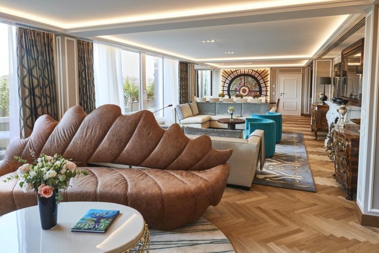 Die Maximilian Suite im Hotel Vier Jahreszeiten Kempinski München ist das teuerste Hotelzimmer Deutschlands. Mehr Luxus geht nicht!