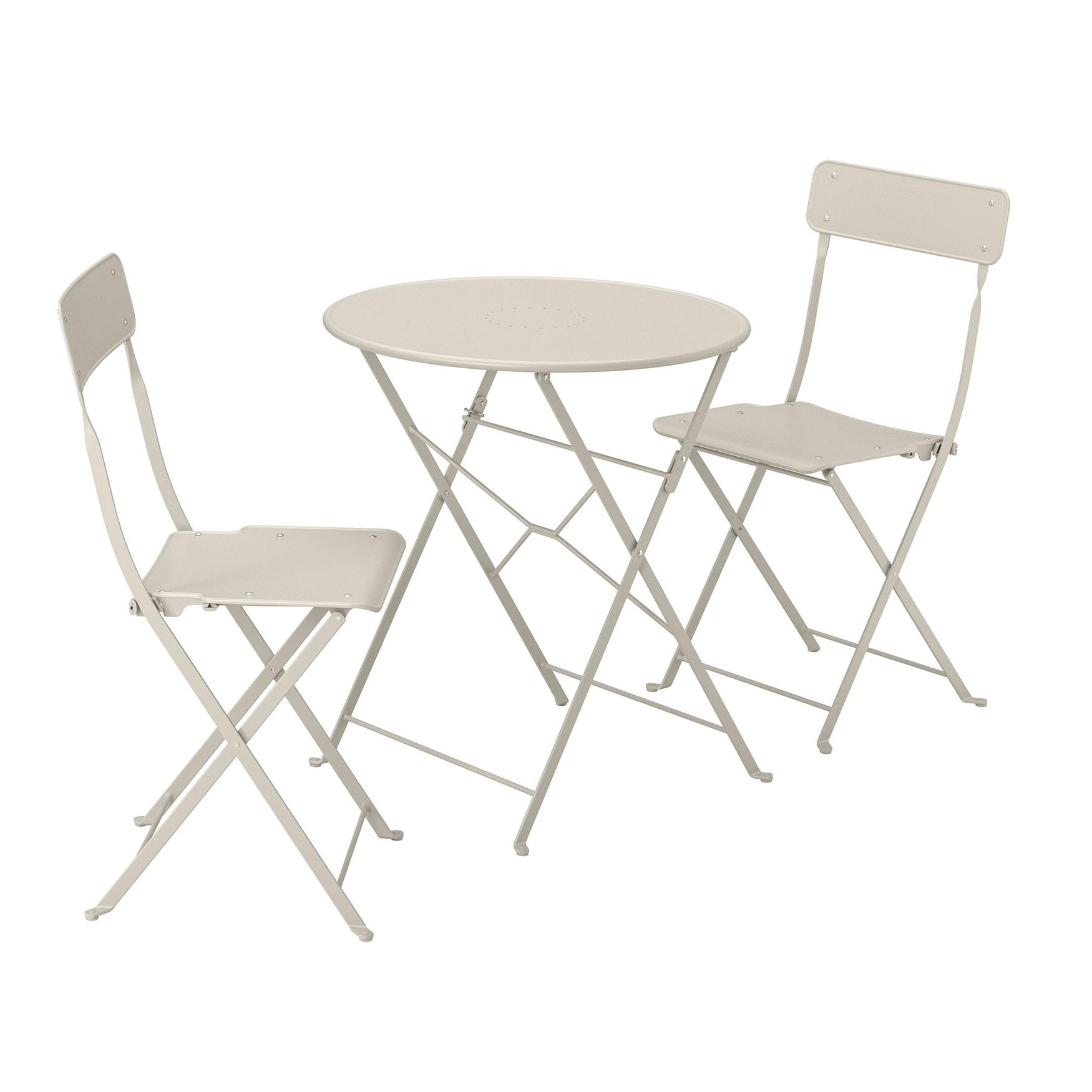 Stühle und Tisch