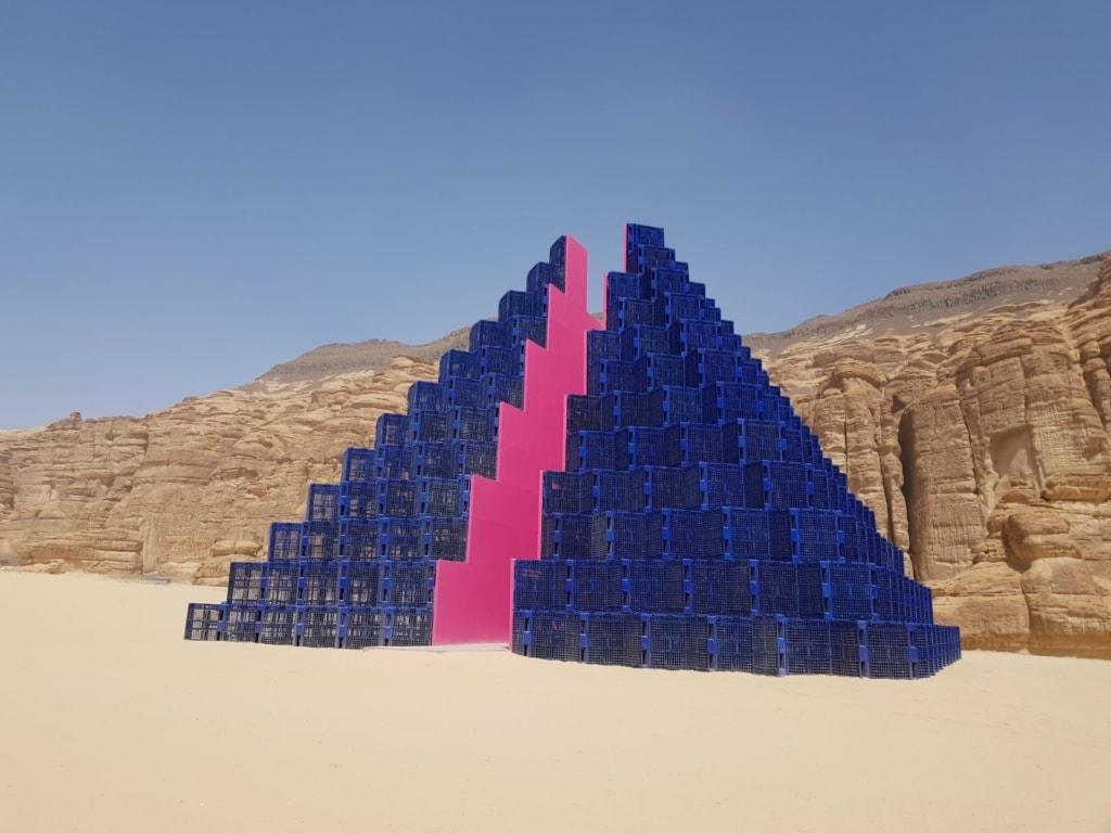 Pyramiden-Kunstwerk in Al-Ula