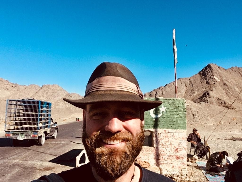 Thor Pedersen an einem Grenzposten in Nahost