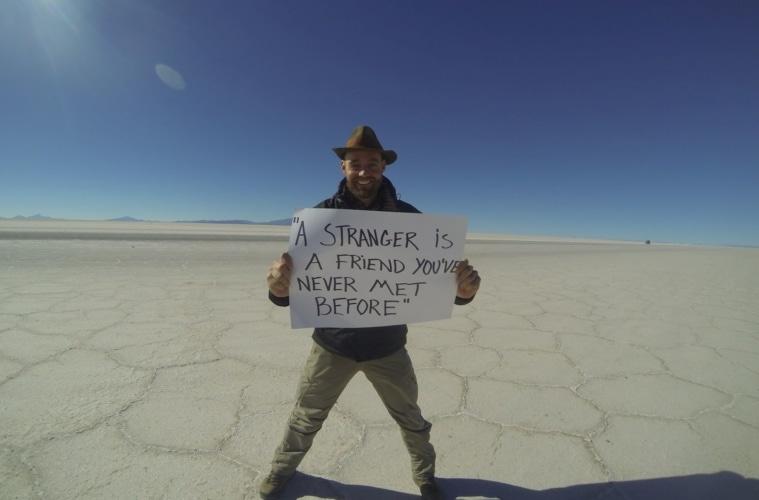 Thor Pedersen während seiner Weltreise in der Wüste