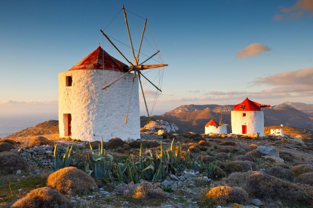 Traditionelle Windmühlen in der Nähe des Dorfes Chora auf der Insel Amorgos