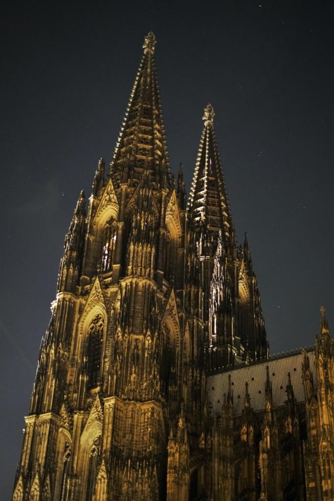 Kölner Dom vom Roncalliplatz betrachtet