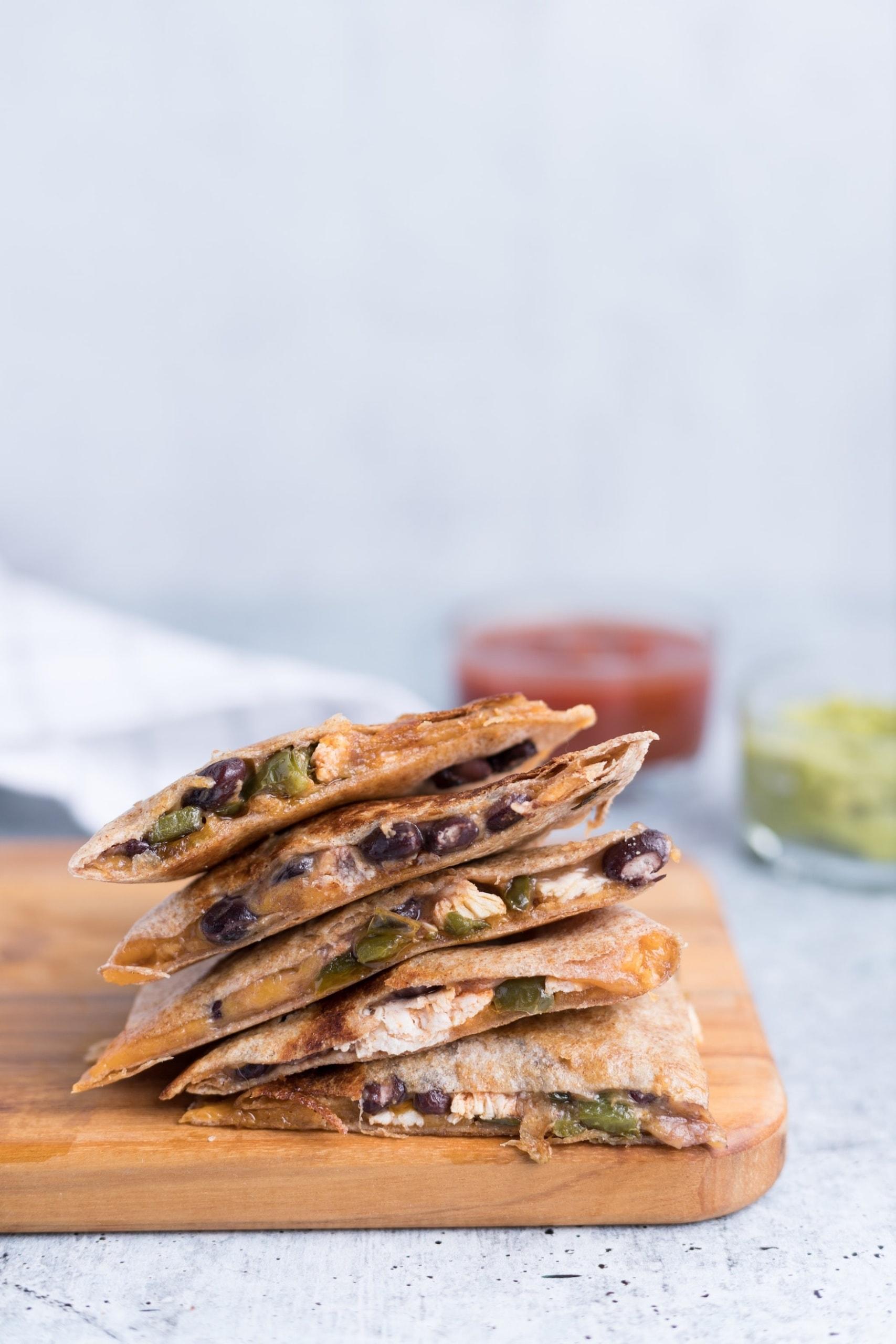 Quesadillas gefüllt mit Bohnen und Käse