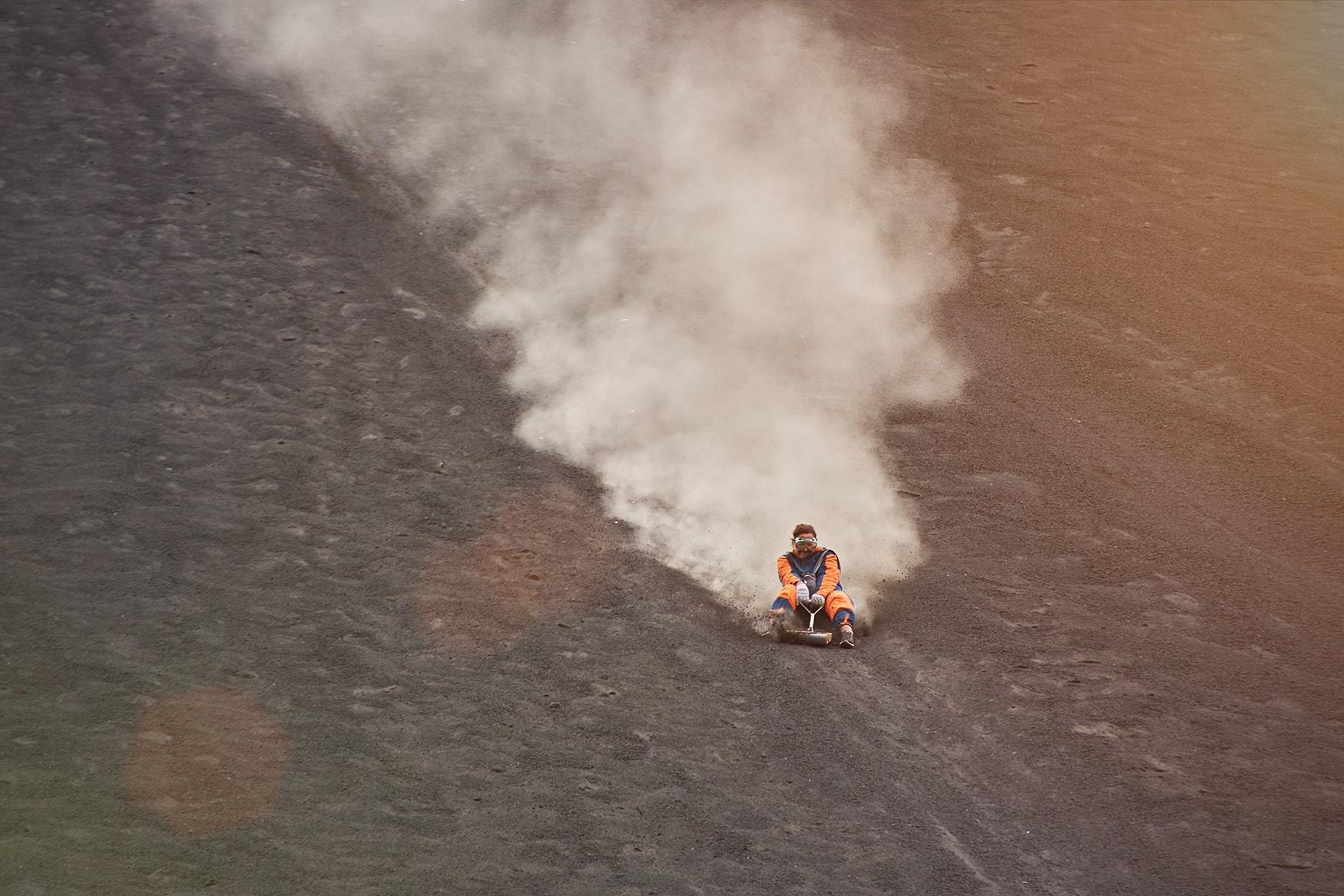 Frau beim Volcano Boarding auf demCerro Negro