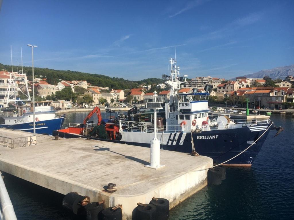 Hafen auf der Insel Brac in Süddalmatien