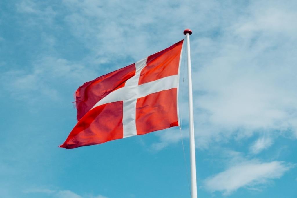 Flagge Dänemarks an Mast