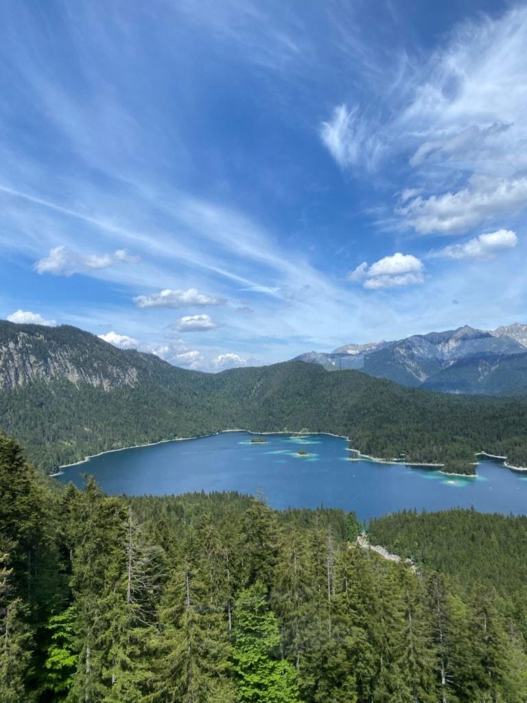 Blick auf den Eibsee in Bayern