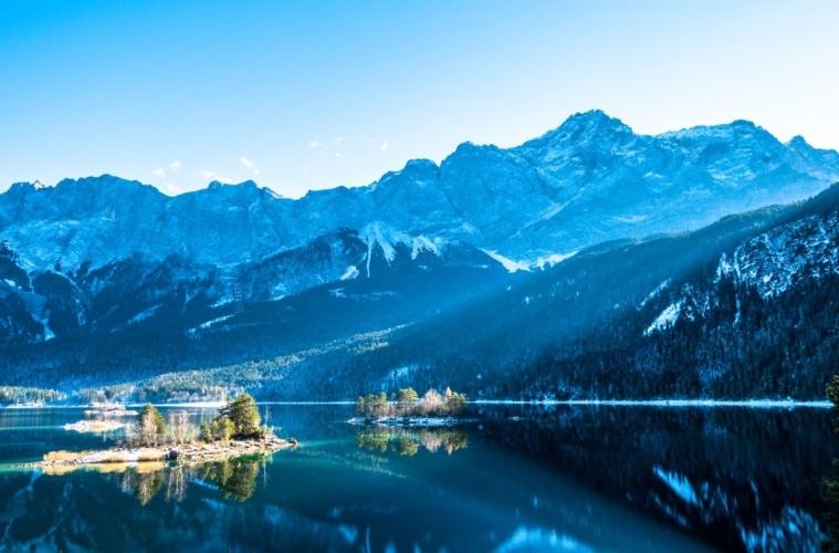Eibsee, im Hintergrund die Zugspitze
