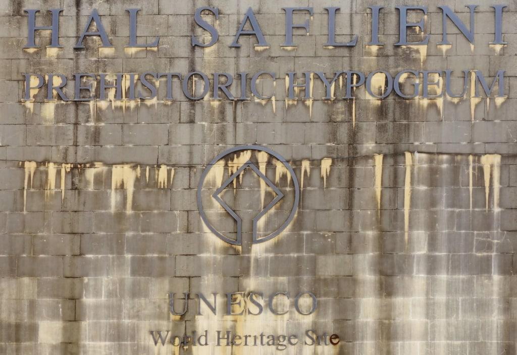 Eingangsschild des Hal Saflieni Hypogeums auf Malta