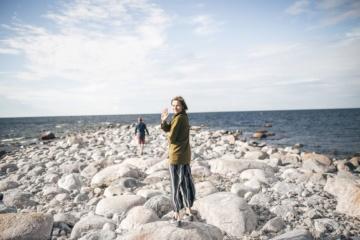 Estland-Urlaub im Sommer: Frau am Strand