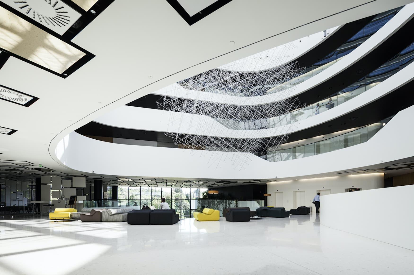 Die ovale Form des Lone Hotels in Rovinj erinnert an eine Kurve