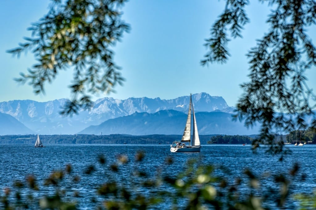 Segeln auf dem Starnberger See in Bayern