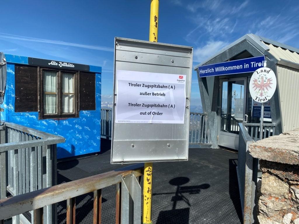 Hinweisschild auf der Tiroler Zugspitzbahn in Corona-Zeiten