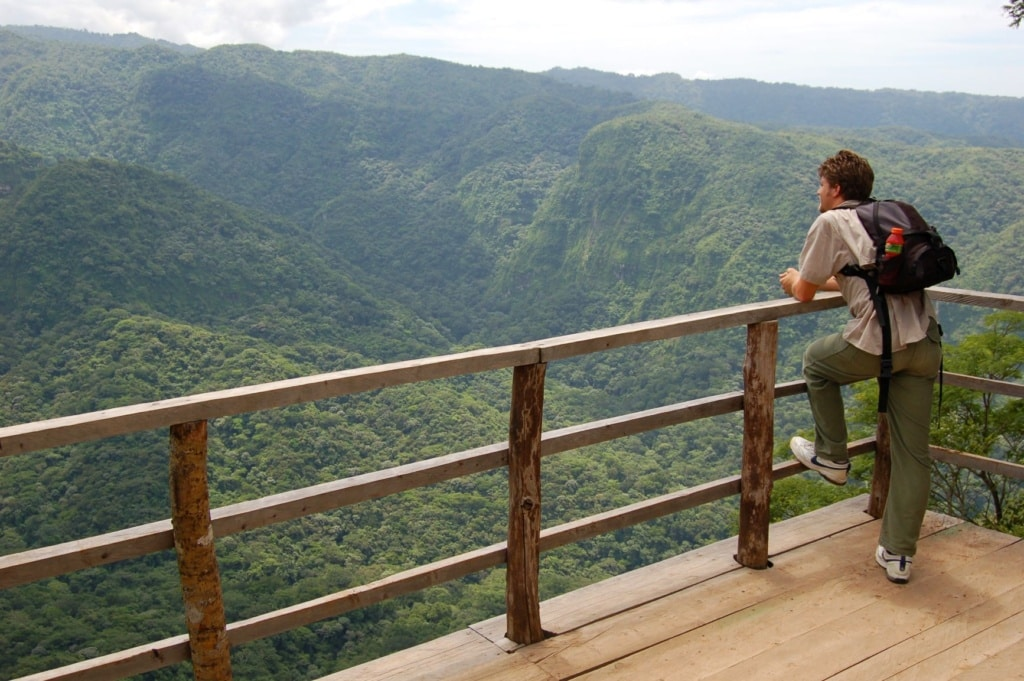Tourist im Nationalpark El Imposible in El Salvador