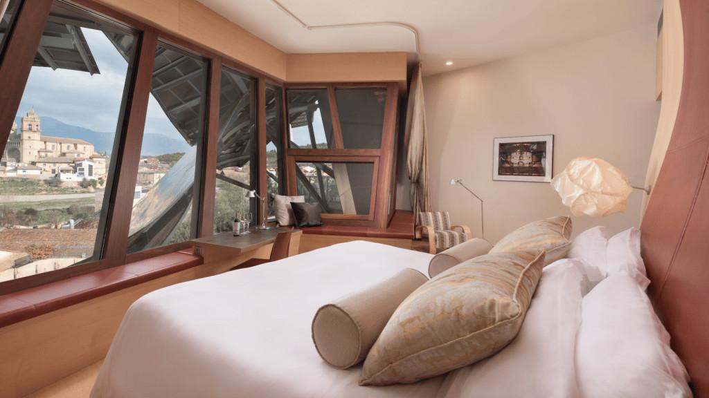Zimmereinrichtung des Architekturhotels Marqués de Riscal im spanischen Rioja