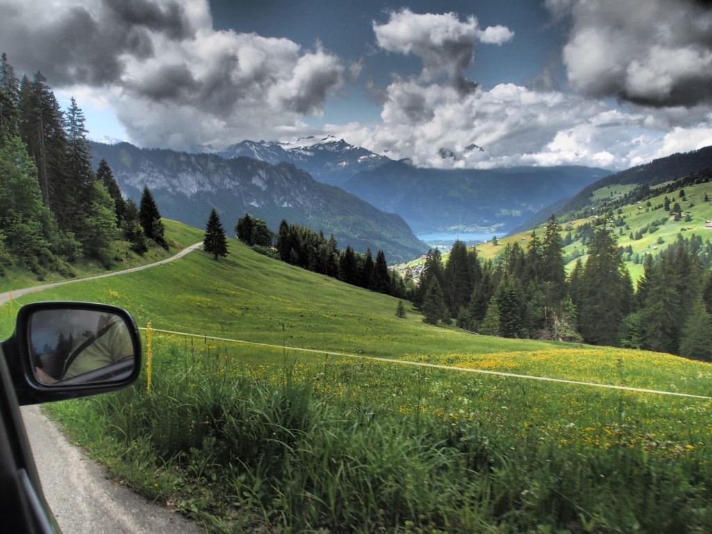 Hoch oben in den Bergen der Schweiz geht es ganz schön offroad zu!