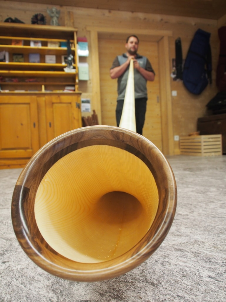 Das Alphorn ist ein Instrument mit Tradition in der Schweiz.